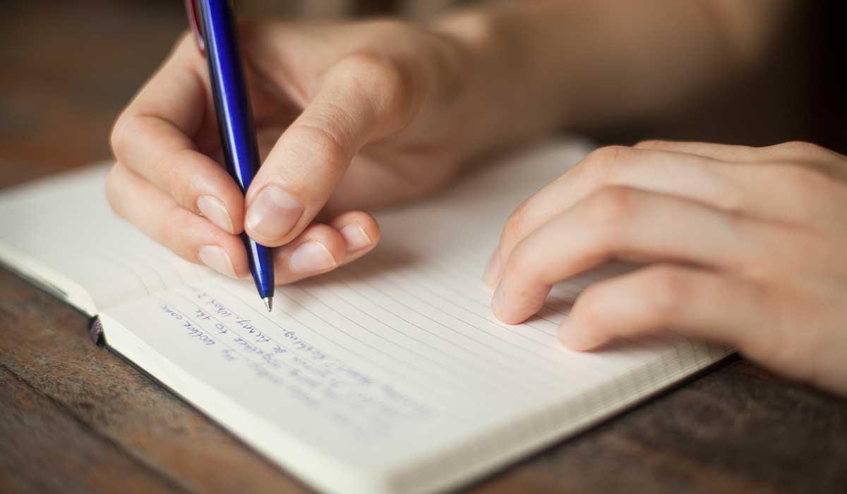 De trazos a escritos